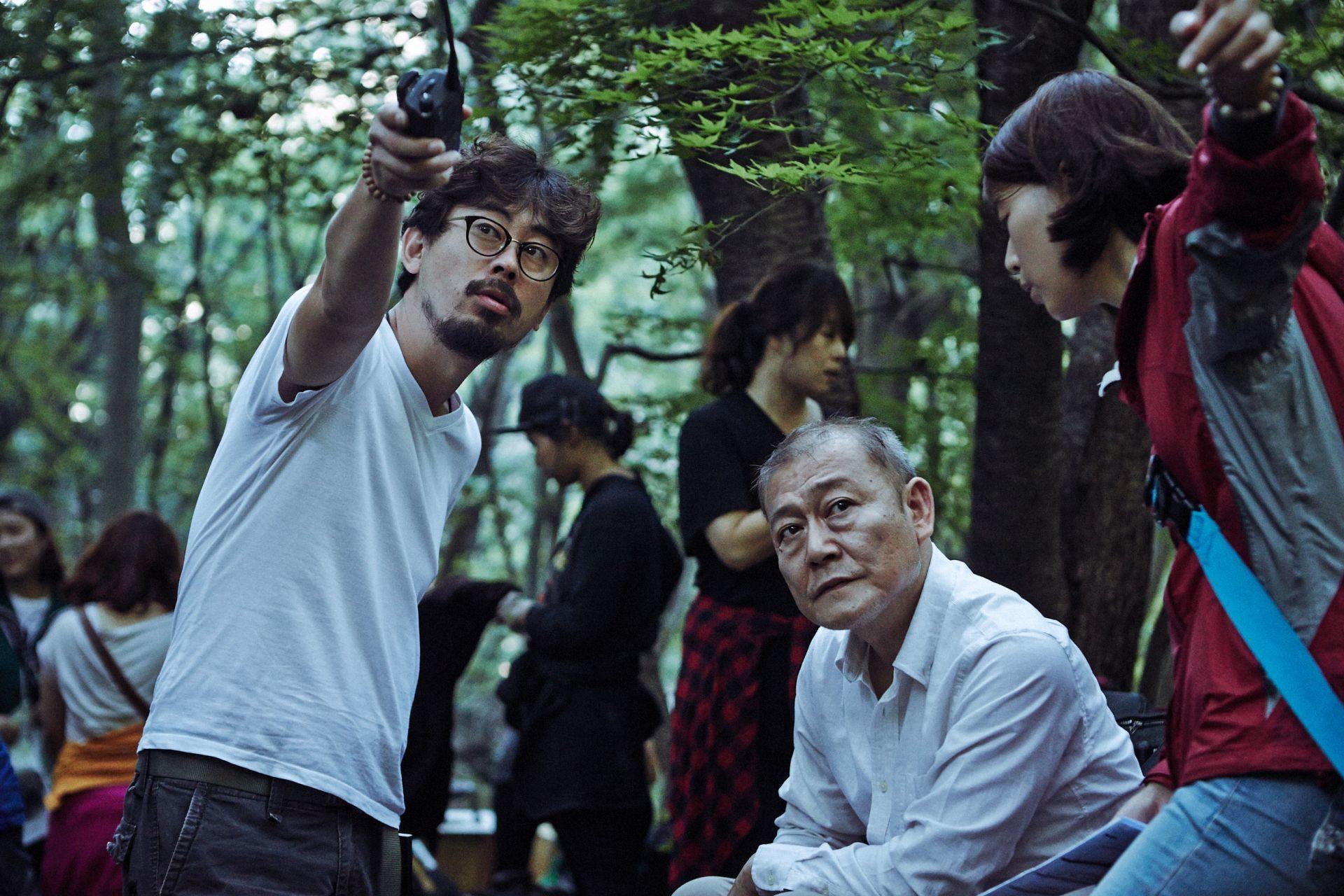 『哭声/コクソン』撮影中のナ・ホンジン監督(左)と國村隼(右)