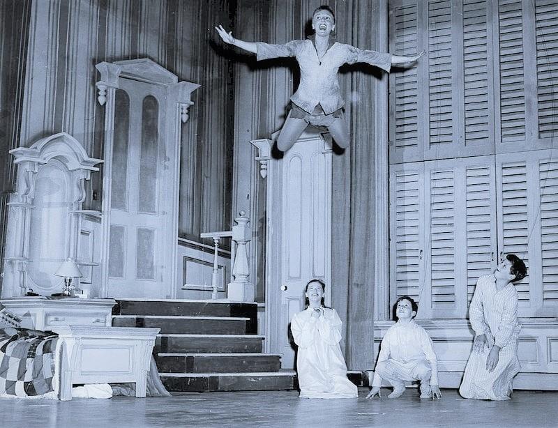 フライング・シーン〈飛んでる〉のマーティンと子供たち。