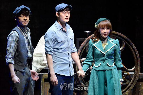 (写真左から)ディヴィ役のカン・ソンウク、ジャック・ケリー役のソ・ギョンス、キャサリン役のチェ・スジン