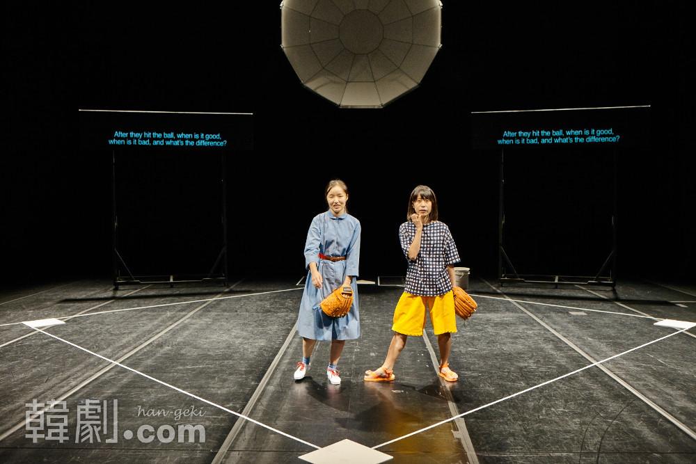 ウィ・ソンヒ(左)と野津あおい ©Asian Arts Theatre (Moon So Young)