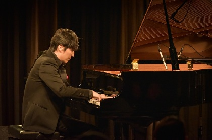 ピアニストの清塚信也、アルバム発売記念ライブで「最後はチャラい演奏で、僕の技術を見てもらう」