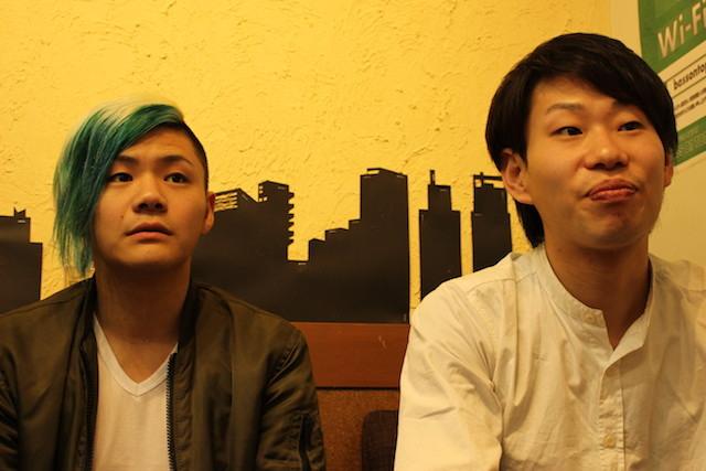 (左より)加納誠人(Ba)、白木智之(Vo)