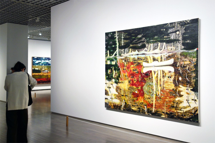右:《のまれる》1990 油彩、キャンバス 197x241cm ヤゲオ財団コレクション、台湾
