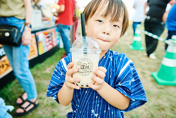 タピオカドリンクは淀川花火オリジナルボトルで提供