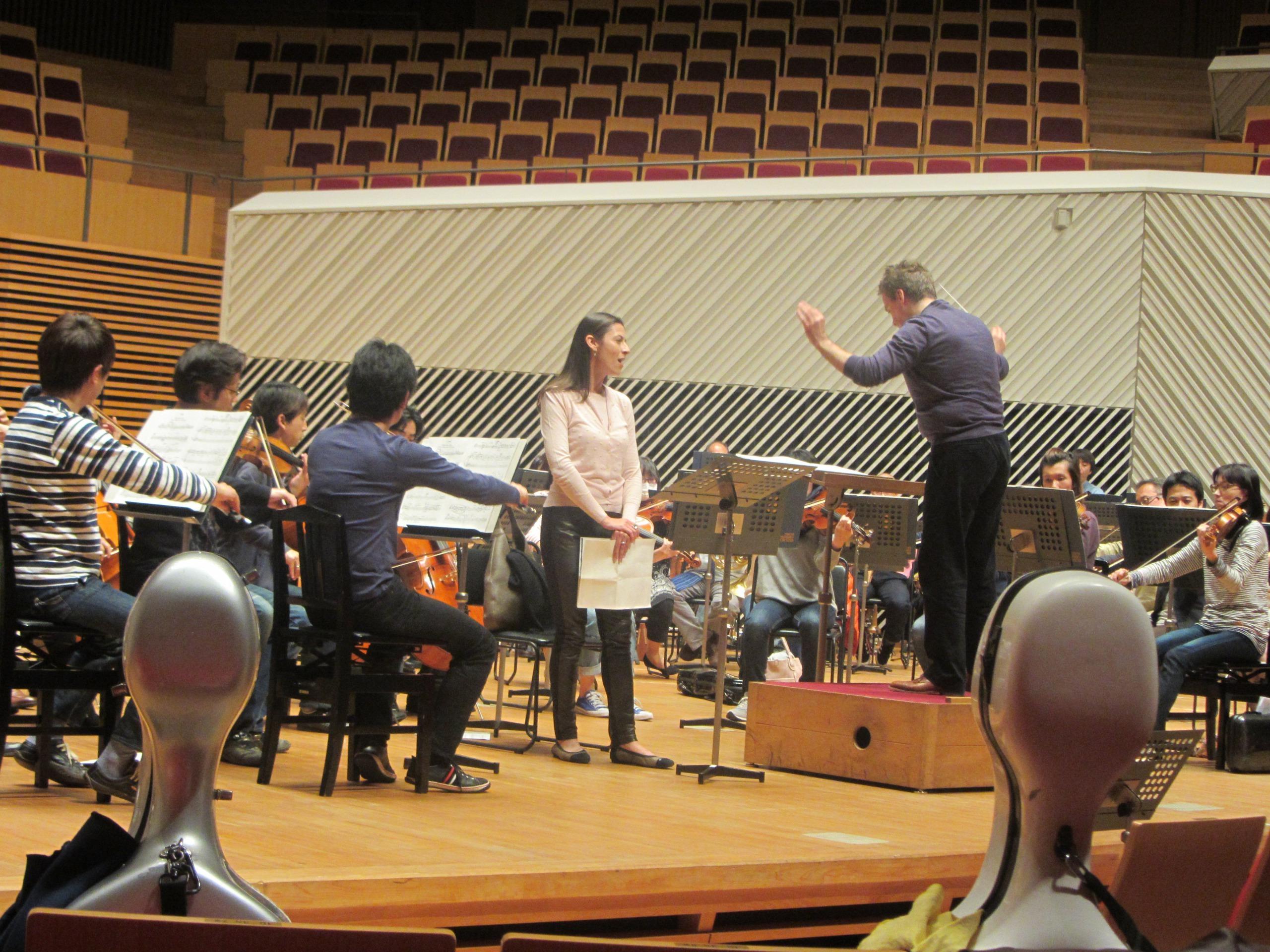チェン・レイスは小柄だが、その存在感は十分だ  提供:東京交響楽団は