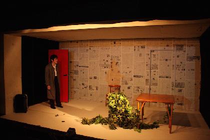 香港公演から半年、劇団B級遊撃隊が『朝顔』凱旋公演を上演! 佃典彦・神谷尚吾に聞く