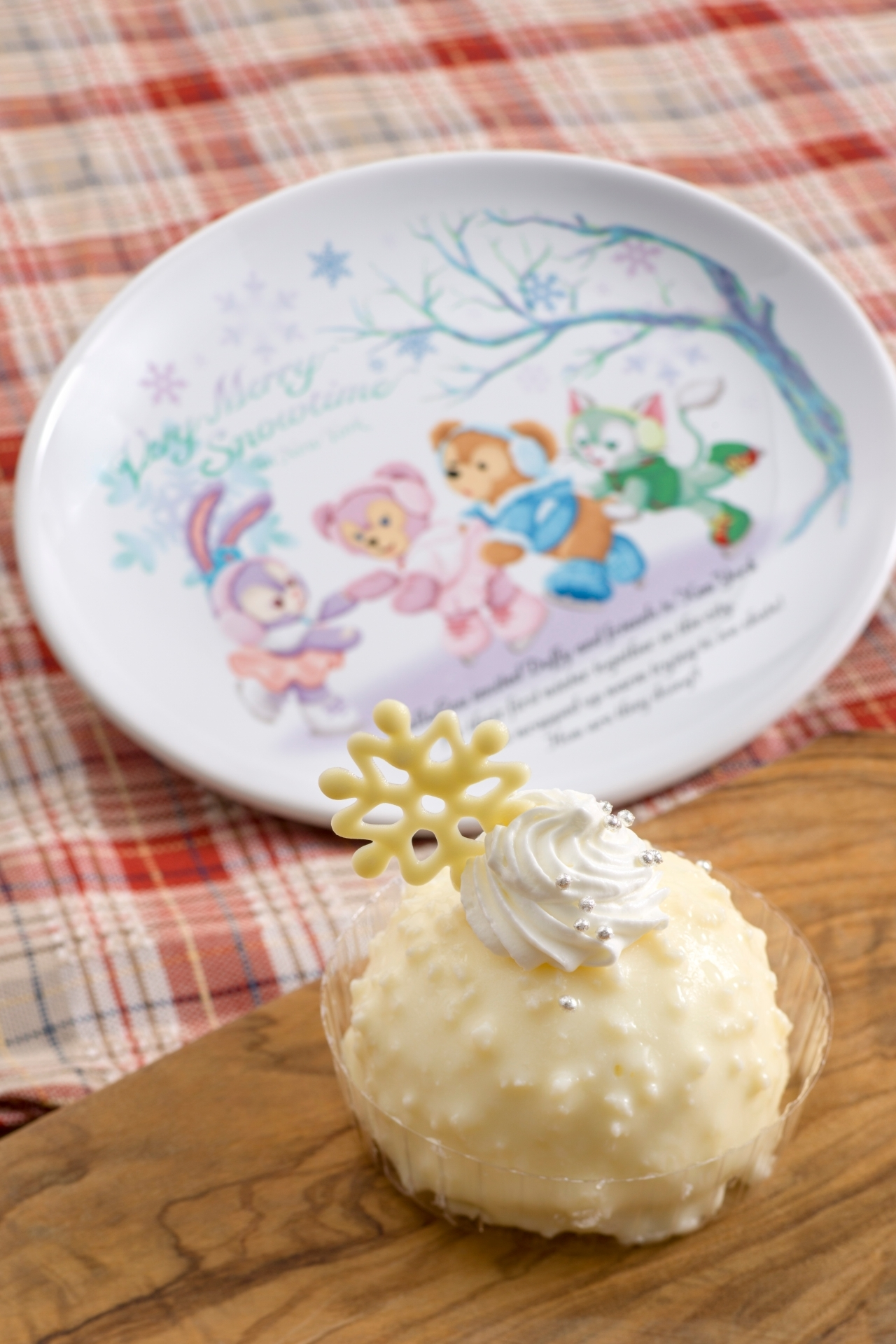 ホワイトチョコムースケーキ、スーベニアプレート付き 880円