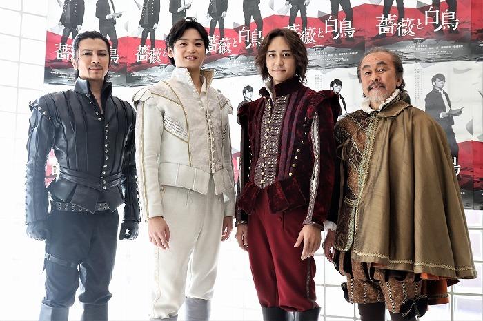 (左から)武田真治、髙木雄也、八乙女光、佐藤B作