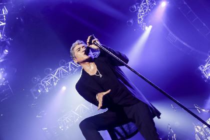 吉川晃司が声帯ポリープ手術をファンに報告「切ってもらうことにしました」 日本武道館公演ではダイナミックなステージを展開