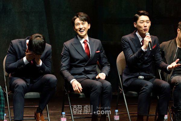 先輩二人(チ・ヒョンジュン、カン・ピルソク)と同じ役を演じられるだけでも光栄と語るカン・マンシク役のキム・ドビン(写真右)