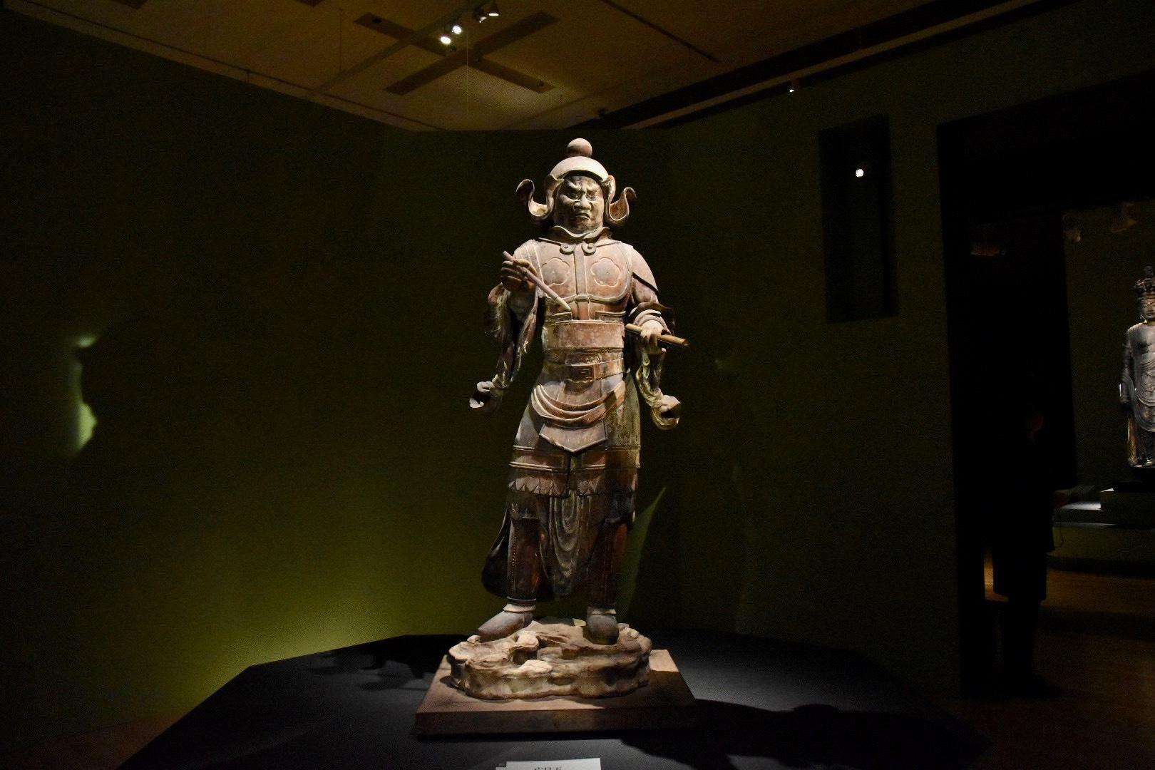 四天王像のうち 広目天立像(国宝) 奈良時代 8世紀 奈良・唐招提寺