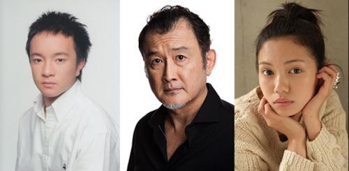 写真左から濱田岳、吉田鋼太郎、二階堂ふみ