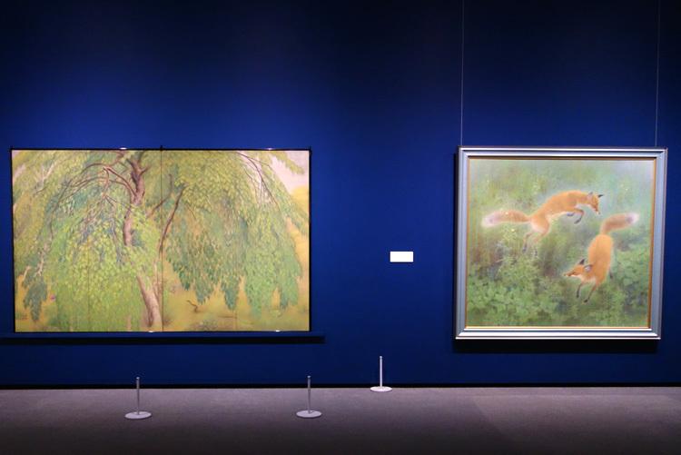 左:山口華楊《葉桜》1921 紙本彩色(四曲一隻屏風)SOMPO美術館、ほか
