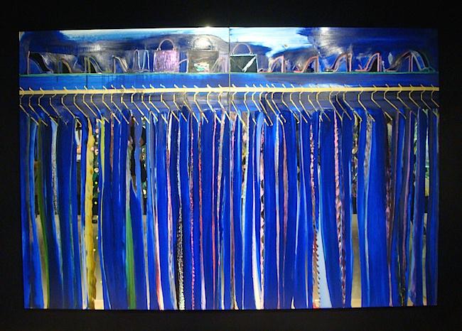 こちらは鏡に描かれた作品《Mirror Royal blue closet Ⅰ》。よく見ると、床や人が映りこんでいるのがわかる