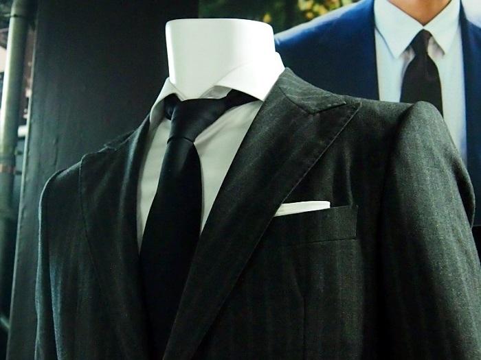 ソン・ジュンギ着用のスーツ