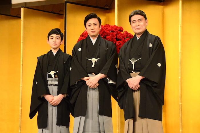 (右から)二代目松本白鸚を襲名する松本幸四郎、十代目松本幸四郎を襲名する市川染五郎、八代目市川染五郎を襲名する松本金太郎