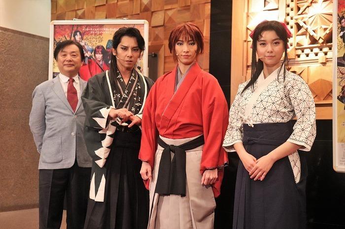 (左から)小池修一郎、松岡充、早霧せいな、上白石萌歌