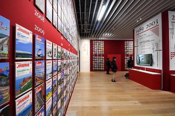 時刻表ライブラリーの展示風景