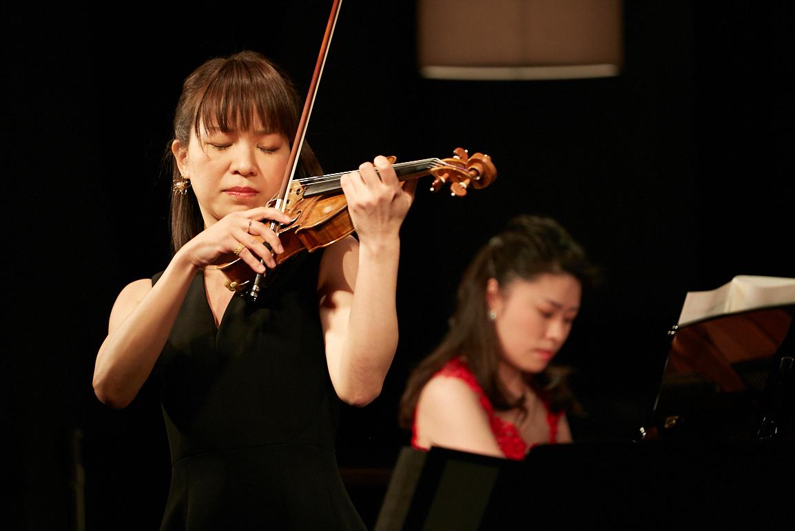 村松亜紀(ピアノ)、小寺里奈(ヴァイオリン)