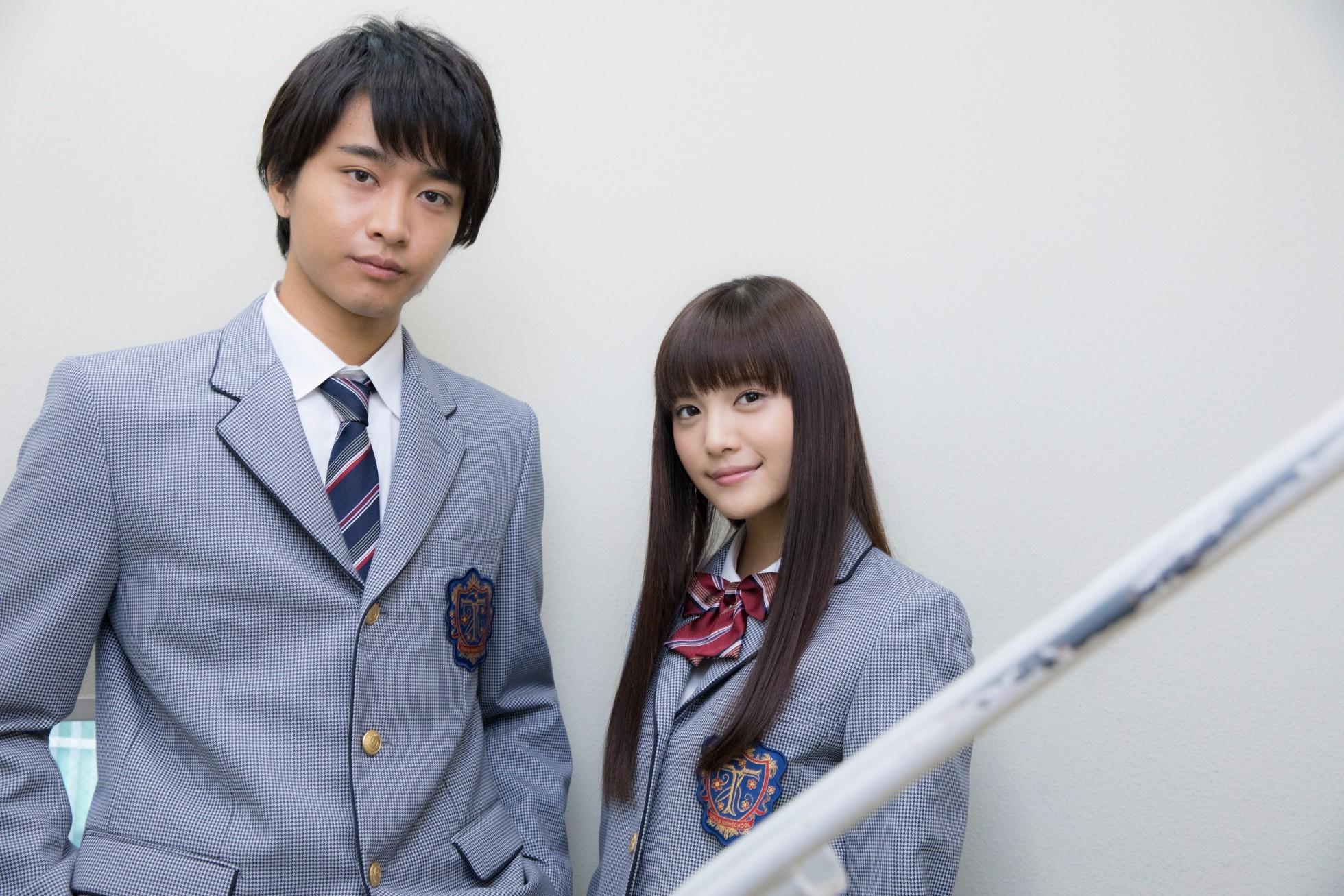 左から、佐藤寛太、美沙玲奈