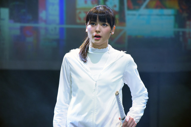 「LADY OUT LAW!」公開ゲネプロより。矢島舞美演じる主人公の少女。