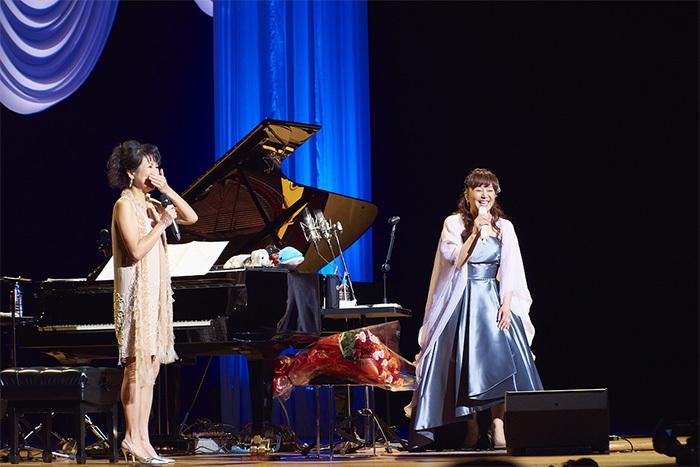 (左から)国府弘子、岩崎宏美