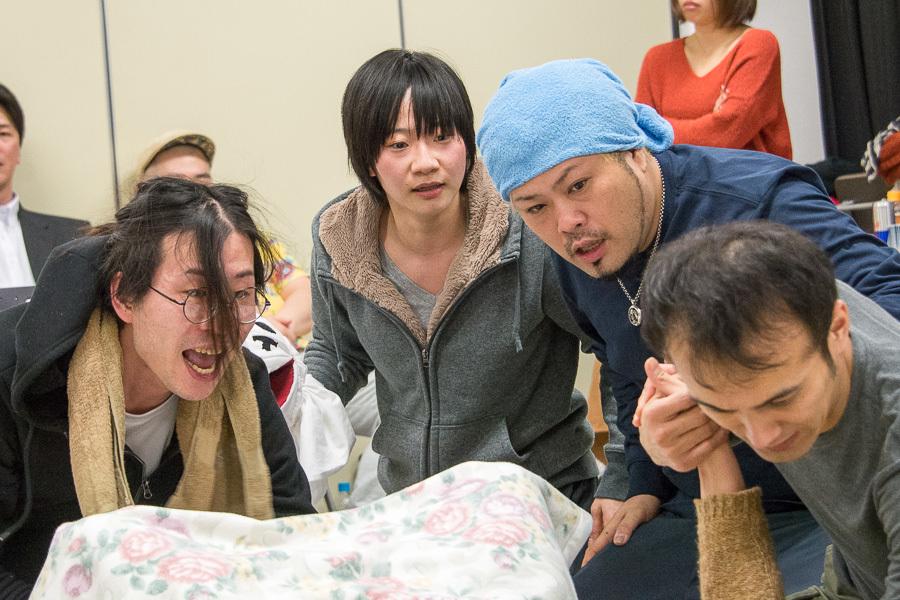 (左から)新八、中山ヤスカ、秤谷建一郎、村上貴弘