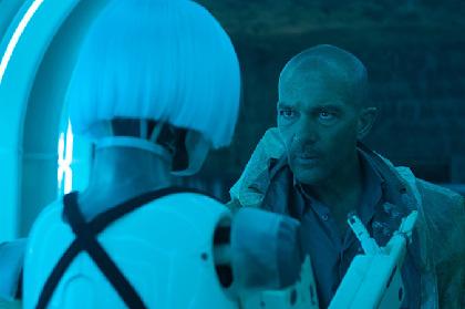 人工知能との共存&ロボットの自己進化描くSF映画『オートマタ』