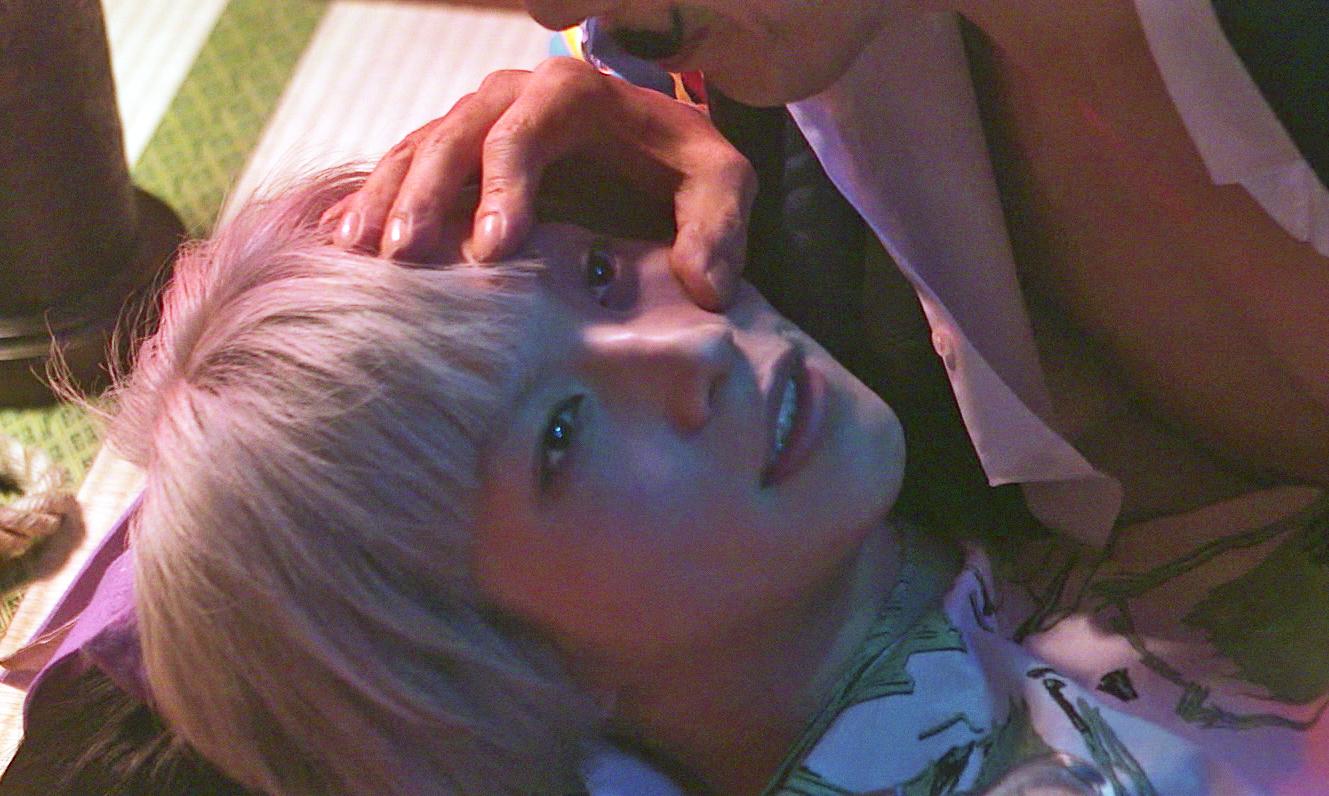 眼球舐め 映画『少女椿』  ©2016『少女椿』フィルム・パートナーズ