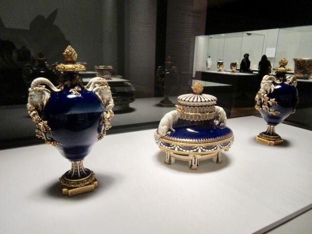 「雄山羊のついた楕円壺」と「雄山羊の頭部のついた壺」 伝エティエンヌ=モーリス・ファルコネ 1766-1767年