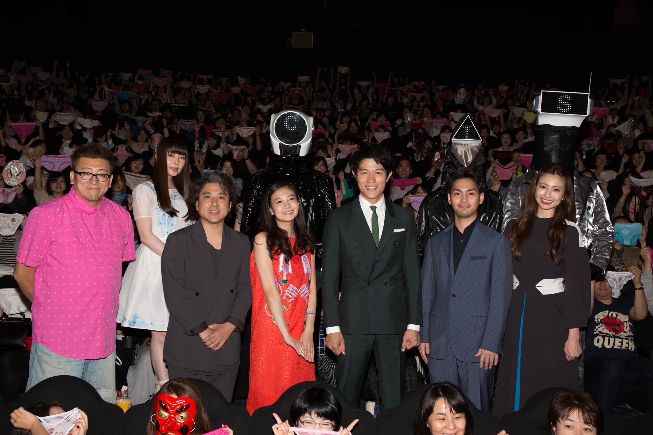 左から、福田雄一監督、ムロツヨシ、清水富美加、鈴木亮平、柳楽優弥、片瀬那奈、後列左から南波志帆、CTS