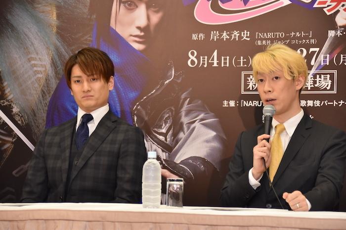 うずまきナルトを演じる坂東巳之助(右)、うちはサスケを演じる中村隼人