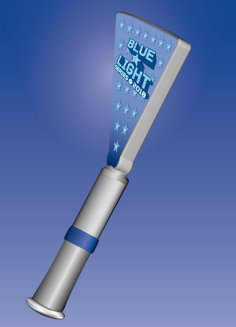 ハマスタを照らすY型照明塔そのもののデザインをしたペンライト (c)YDB