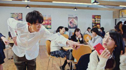 """高橋一生が女子高校生に傷つけられてうなだれる """"なんだしダンス""""を披露するTVCM第三弾を公開"""