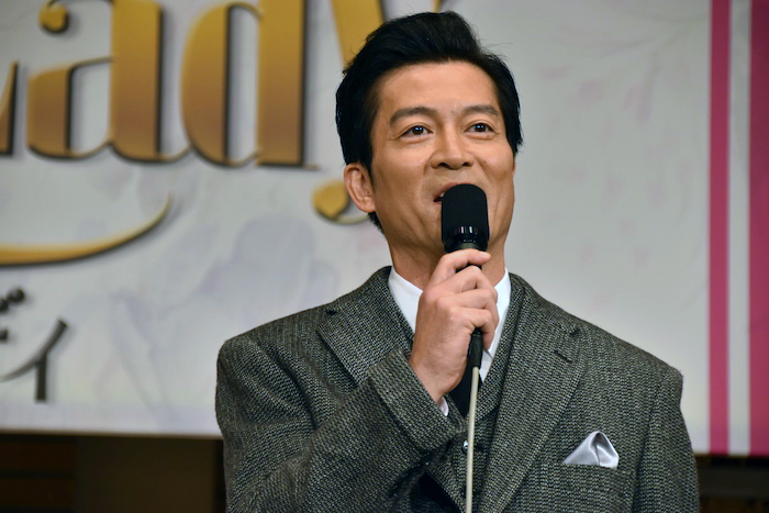 ヘンリー・ヒギンズ教授役の寺脇康文