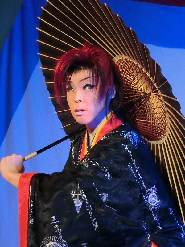 傘を使ったいなせな舞踊 市村新さん(2016/3/12)