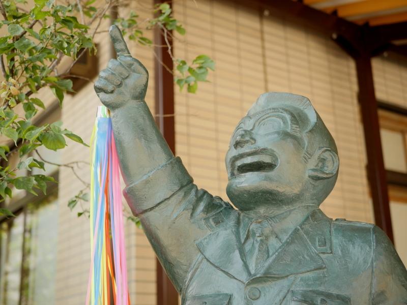 香取神社には両さんの銅像が。亀有を代表するキャラクターとして地元から愛され続けている