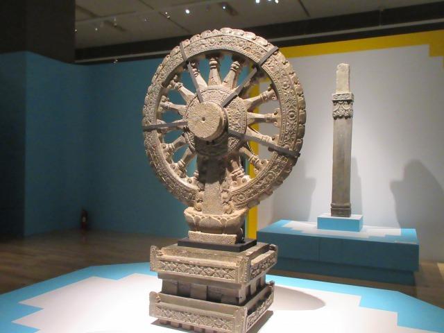 仏陀の教えが広く伝わっていく様子をあらわした「法輪」