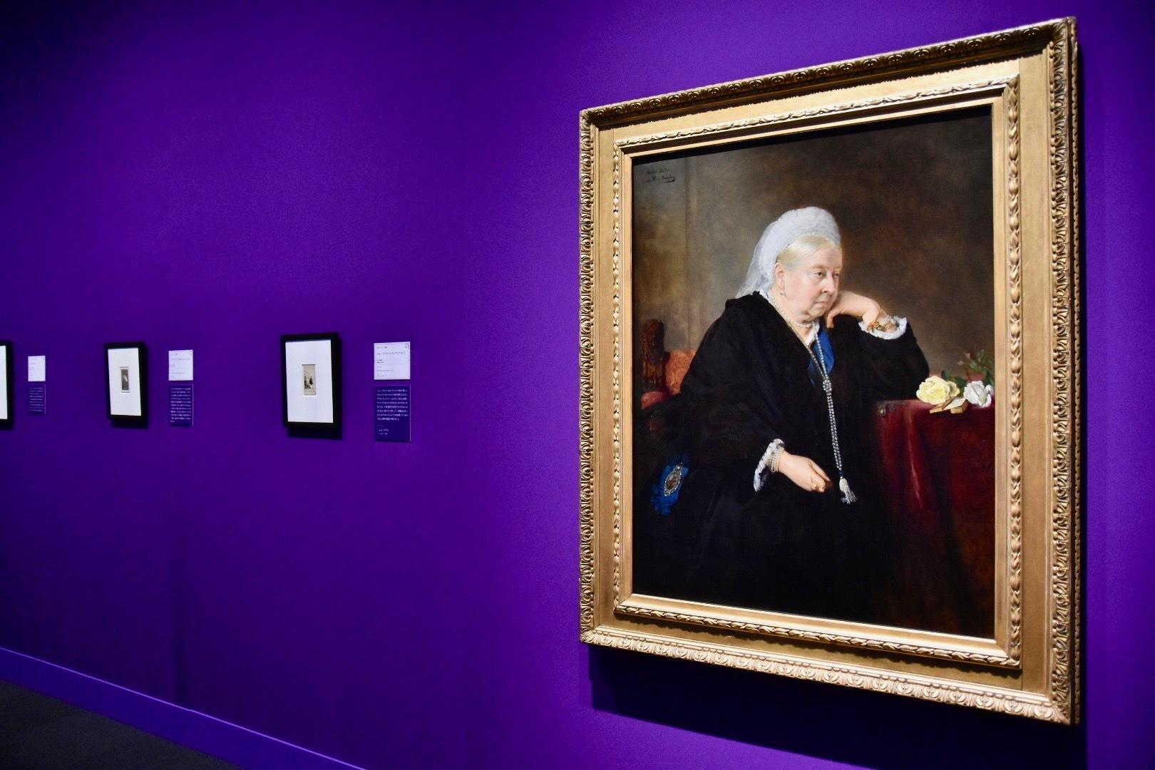 右:バーサ・ミュラー(ハインリッヒ・フォン・アンゲリの原作に基づく)《ヴィクトリア女王》1900年(原作:1899年)