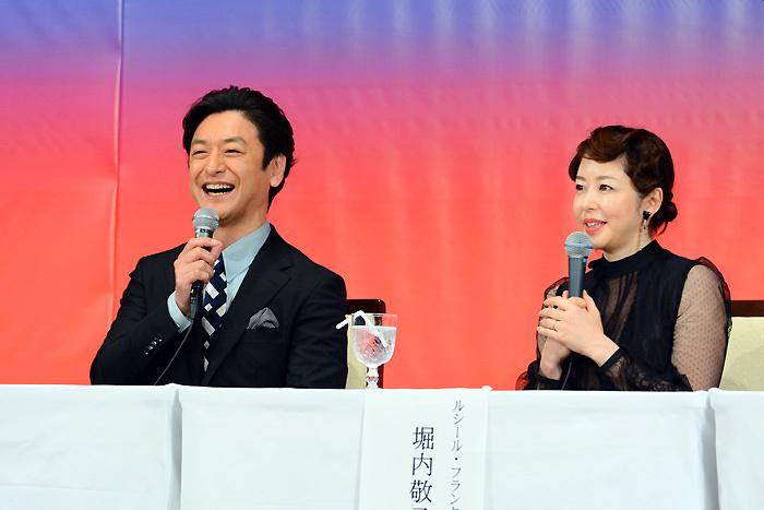 石丸幹二、堀内敬子。17年ぶりの共演で夫婦を演じる。