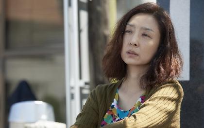 草刈民代の「ダメな人」演技を監督が絶賛  映画『月と雷』に高良健吾演じる主人公の母親役で出演