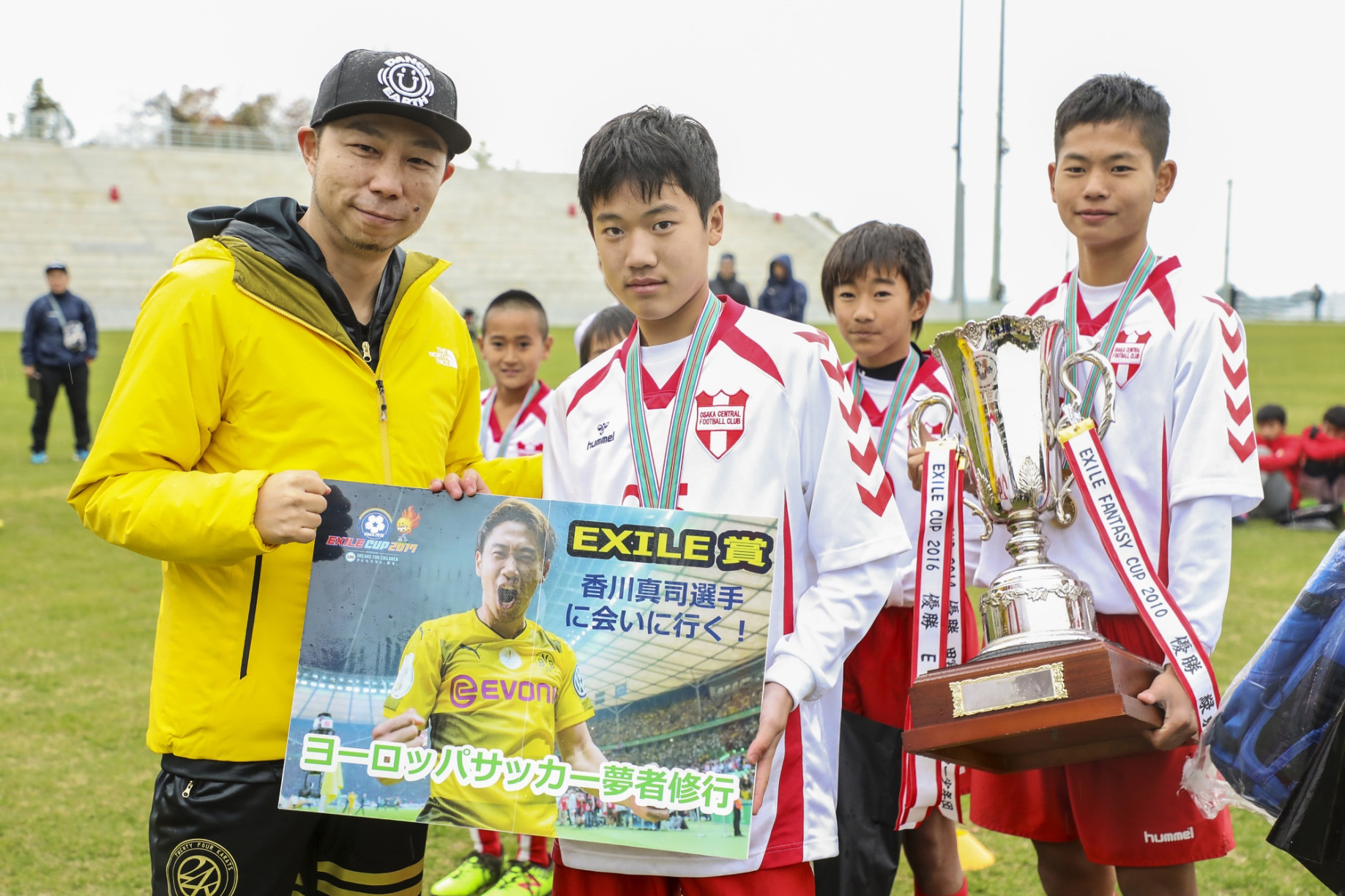 """『EXILE CUP2017』EXILE USAから""""ヨーロッパサッカー武者修行""""を授与"""
