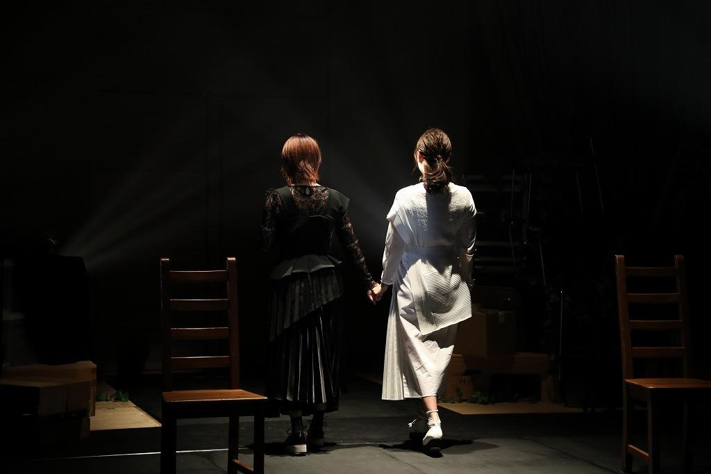 (左から)古畑奈和、鎌田菜月 写真:成田智広
