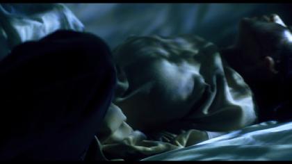 ポップに血しぶきが舞う特別予告を解禁! 「恐怖の村」シリーズ第2弾の映画『樹海村』が400館超えの規模で拡大上映へ
