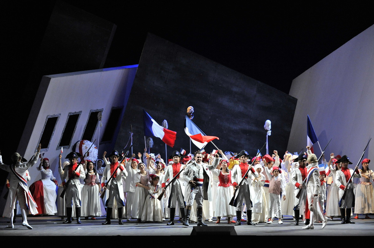 新国立劇場「アンドレア・シェニエ」(2010年公演より) (撮影:三枝近志 提供:新国立劇場)