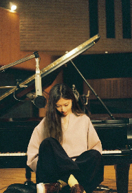 大塚愛 グランドピアノから花があふれ出るファンタジーなジャケット写真公開