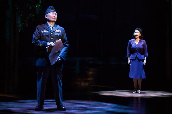『アリージャンス』ジョージ・タケイ、レア・サロンガ Original Broadway Company of Allegiance photo by Matthew Murphy(写真提供:ホリプロ)