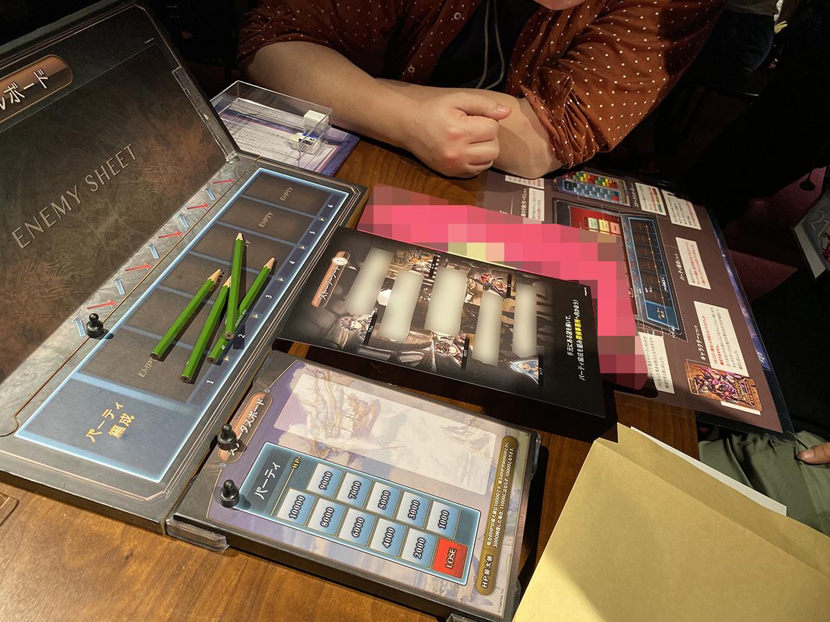 ゲーム中に配られるストーリーシートには、物語を楽しむ上で重要な内容も書かれているので要チェック (C)SCRAP (C) Cygames, Inc.