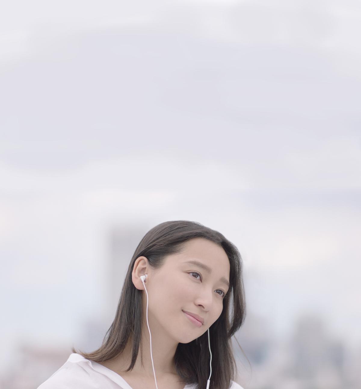 杏(スピッツ シングル・コレクション・アルバムのTVCMより)
