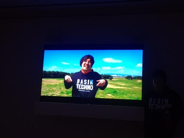 岡崎体育と寿司くんによる作品「岡崎体育『MUSIC VIDEO』」